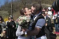 Soňa (42) a Michal (41) Hrabcovi si řekli »ANO« mezi 11 500 běžci: Svatba v půli 1/2maratonu a hned běželi dál
