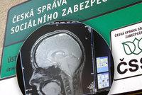 Schizofrenik byl bez práce i peněz. Stát ho nechal na krku rodičům, pak dal 670 tisíc