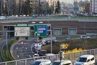 Doprava v Praze kolabuje! Blanku otevřeli v nouzovém režimu, silnice jsou stále ucpané