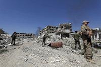 Asad ovládl syrské město Dúmá, tvrdí Rusové. Trump s raketami zatím vyčkává