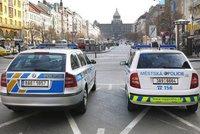 Potírání zločinu v centru Prahy: Policisté během tří dnů rozdali 147 pokut za drogy i žebrání