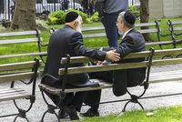 Německem opět hýbe nenávist vůči Židům? Útočníci napadli muže v jarmulkách