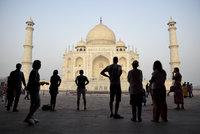 Indie brání světový div před nájezdy turistů. Vstup do Tádž Mahalu zdražil o 400 procent