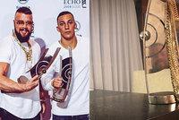 Skandál na udílení hudebních cen: Antisemitští rappeři vyhráli v den památky holokaustu
