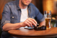 Za porušení protikuřáckého zákona směšné pokuty: Průměrně 735 korun na podnik