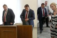Paroubkovi u soudu: Chce 150 tisíc měsíčně pro sebe, říká Jiří. Petra ale tvrdí něco jiného