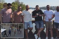 »Jsme hlídka nabouchanců«! Takhle pózovala banda turistů, kteří zmlátili v centru Prahy číšníka do bezvědomí