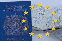 """Do EU jedině za poplatek: Brusel chce Britům po brexitu """"napařit"""" víza"""