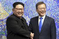 To tu ještě nebylo: Diktátor Kim se s šéfem Jižní Koreji chytil za ruce a odvolal atomovky