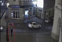 Znásilnění na dětském hřišti v centru Prahy! Ženu přehodil přes plůtek, teror trval hodinu! Policie hledá svědky