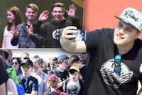 Letňany plné řičících dětí: Každý chtěl »urvat« fotku se svým oblíbeným youtuberem