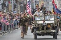 V Plzni začaly Slavnosti svobody: Nabídnou kempy, koncerty i konvoj historických vozů