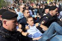 """Ruská policie """"sebrala"""" Putinova vyzyvatele. Důvod nezná ani jeho advokátka"""