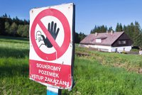 Stát muži zrušil koupi pozemků kvůli církvím. Ústavní soud se ho opět zastal