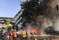Bomby a falešný věřící zabíjeli ve třech kostelech: 11 mrtvých, 40 zraněných