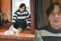 Vozíčkářka (45) se po schodech musí plazit: Závistiví sousedé ji připravili o peníze