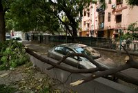 Přes 60 obětí a vytrhané elektrické sloupy. Silná písečná bouře překvapila Indii