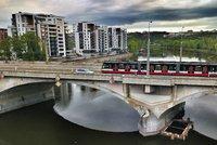 Libeňský most: Praha si nechá zpracovat studii rekonstrukce, mezitím se opraví schodiště a sloupy
