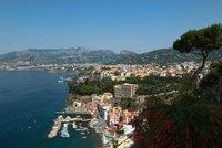 Hromadné znásilnění turistky v Itálii: 12 mužů ji zneužilo, točili to na video
