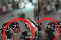 Padla facka, padla na krámě! Neznámá útočnice v Karviné zbila prodavačku