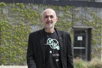 Dvojník Jiřího X. Doležala okrádá seniory! Novinář na něj podal trestní oznámení