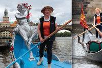 Vášnivá gondoliérka Daniela Constantini (50) se plavila po Vltavě: Tančím mezi vodou a vzduchem!