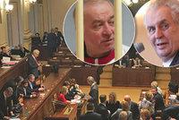 Poslanci chtějí tepat Zemana kvůli novičoku. Probrat mají důchody i referendum