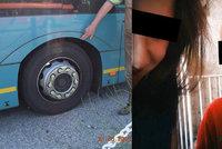Mišku (†4) přejel autobus, pod který vlezl za pejskem: Pochybil řidič, nebo rodiče?