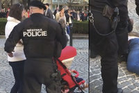 Strážníci složili bezbranného muže kvůli parkování: Zásah byl v pořádku, říká městská policie