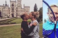 Kocián z Luneticu se zasnoubil s dívkou, které loni zlomil nos i žebra, když ji zmlátil