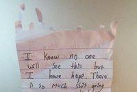 Děsivý vzkaz dítěte z lesa: Život mám plný s*aček, ublížím si a to není vše