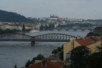 """""""Zbourejte železniční most"""" doporučil Kloknerův ústav. Oprava přináší prý mnohá rizika"""