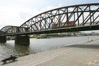 Tři koleje, prostor pro pěší: Správa železnic vypíše architektonickou soutěž na železniční most
