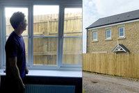 Návrat z líbánek novomanželům vyrazil dech. Vysněné bydlení jim oplotil soused