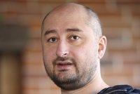 Novinář Babčenko je naživu, jeho vraždu zinscenovali