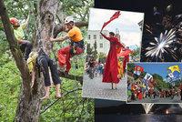 Tipy na víkend: Cirkus v ulicích, mistrovství v lezení po stromě, výprava Karla IV. i ohňostroje
