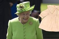 Dětské oblečky královské rodiny na prodej! Co nosila Alžběta jako miminko?