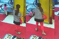 Dítě ve smrtelném ohrožení: Chlapci (1) uvízla ruka v eskalátoru
