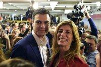 Španělsko povede premiér fešák. Výhru socialistů kalí úspěch krajní pravice