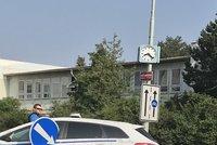 """Strážníci bourali ve Strašnicích: Vyrazili """"do akce"""", skončili ve značce"""