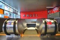 Vstup do metra Anděl se uzavře, tentokrát z druhé strany: Dopravní podnik opraví eskalátory