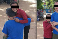 Čech vězněný v Kambodži je volný! »Zneužívaná« dívka ho objímala před branami vězení