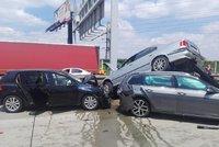 Hromadná nehoda na Pražském okruhu: Auta skončila na sobě!