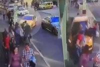 Ruský taxikář vjel na chodníku do lidí: Byl opilý, údajně si spletl pedály. Zranil 7 lidí