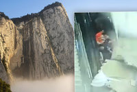 Děsivé záběry: Turisty na eskalátoru za živa pohřbil padající strop