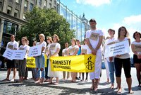 VIDEO: Prodej uprchlíků na Václaváku?! Aktivisté upozornili na hrůzy detenčních táborů