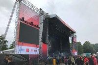 Fanoušky festivalu Metronome špatné počasí neodradilo: Čekají na hřeb večera, britskou kapelu The Chemical Brothers