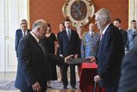Zeman přijal demisi Krčála. Exministr opsal bakalářku téměř ze třetiny