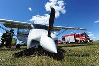Na letišti v Letňanech se během přistání poškodilo letadlo. Zasahovali tu záchranáři