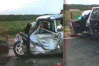 Tragická srážka dvou aut: Devět lidí včetně dítěte nepřežilo brutální nehodu